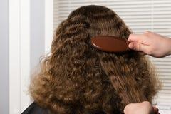 Dénommer des coiffures sur la tête du ` s de fille, plan rapproché photo libre de droits