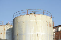 Dép40t de pétrole et de produit chimique et réservoirs de stockage Photographie stock libre de droits
