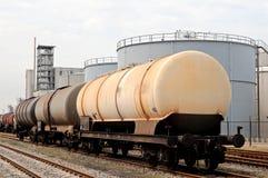 Dép40t de pétrole et chariots liquides de train image libre de droits
