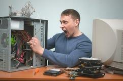 Dépanneur de PC de spécialiste en technicien d'ordinateur Images stock