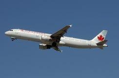 Départ d'avion à réaction d'Air Canada Image libre de droits