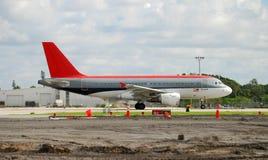 Départ d'avion de passagers Images libres de droits