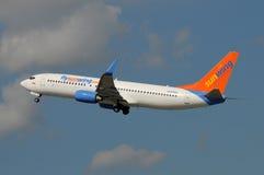 Départ d'avion de passagers de Sunwing Photographie stock libre de droits