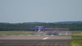 Départ d'avion de turbopropulseur banque de vidéos