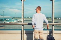 Départ de attente de voyageur images stock