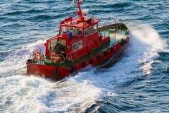 Départ de bateau pilote image libre de droits