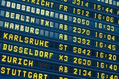 Départ - panneau de vol de l'information d'arrivée Photos stock
