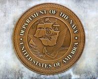Département des Etats-Unis de la pièce de monnaie de marine dans une dalle en béton Photos libres de droits