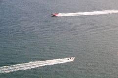 Dépassement à deux vitesses de bateaux images stock