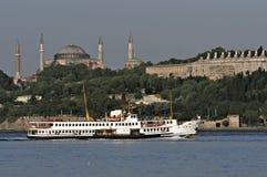 dépassement d'Istanbul de bac Photographie stock libre de droits
