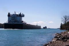 Dépassement de cargos de Great Lakes Photographie stock libre de droits