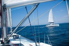 Dépassement de deux yachts Photo libre de droits