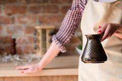 Dépendance de caféine de tradition de café de matin brassée photos libres de droits