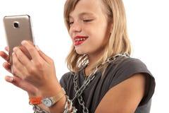 Dépendance de Smartphone dans l'enfance photographie stock