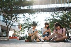 Dépendant aux smartphones Photo stock