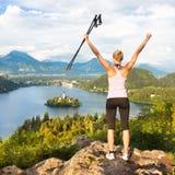 Dépistant autour du lac saigné en Julian Alps, la Slovénie Images stock