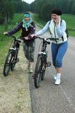 Déplacement avec des vélos images stock