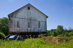 Déplacement d'une grange Photo libre de droits