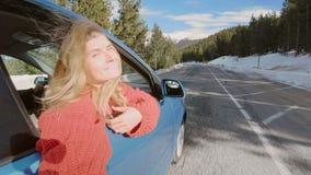 Déplacement dans des destinations de neige banque de vidéos