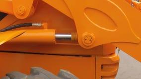 Déplacement de la pièce hidraulic du ` s de tracteur banque de vidéos
