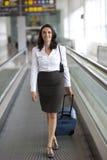 Déplacement latin de femme d'affaires Photographie stock libre de droits