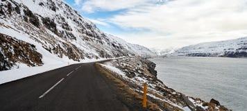 Déplacement par des routes de l'Islande Images libres de droits