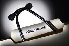 Dépliant de fichier de soins de santé et stéthoscope Photos libres de droits