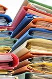 Dépliants de bureau avec des documents Images libres de droits