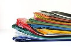 dépliants de fichiers colorés images stock