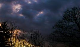 Dépouiller l'avion en ciel d'obscurité de Londres Photos libres de droits
