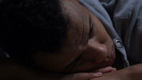 Dépression isolée de douleur de type noir, pensant à la vie, manque d'amis clips vidéos