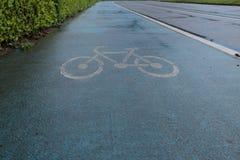 Dérapage bleu de voie pour bicyclettes anti avec le logo image libre de droits