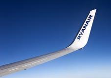 Dérive d'aéronefs de Ryanair d'un Boeing 737-800 Images libres de droits