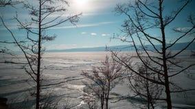 Dérive de glace de ressort au lac du nord banque de vidéos