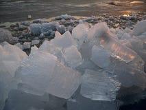 Dérive de glace sur la rivière d'Ussuri Photographie stock