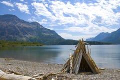 Dérivez le bois répandu dans un teepee Image libre de droits