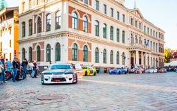 Dérivez le défilé d'Allstars sur la place de Hall le 31 juillet 2015, Riga, Lettonie photos libres de droits