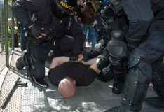 Désaccord d'extrémistes avec la police Photographie stock