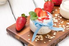 Désert de fraises avec de la crème photographie stock