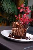 Désert de gâteau de chocolat tout préparé. Photos stock
