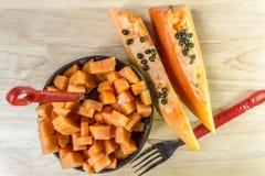 Désert de papaye sur le fond en bois Images stock