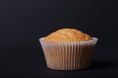 Désert frais de petit gâteau avant décoration Foyer sélectif shallow photographie stock