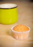 Désert frais de petit gâteau avant décoration Foyer sélectif shallow Photographie stock libre de droits