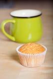 Désert frais de petit gâteau avant décoration Foyer sélectif shallow Image stock