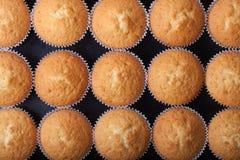 Désert frais de petit gâteau avant décoration Vue supérieure photo stock
