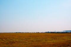 Désert naturel de paysage vide avec le fond de ciel bleu Image libre de droits