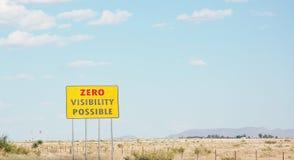 Désert possible du Nouveau Mexique de panneau routier de visibilité nulle Photos stock