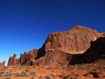 Désert rouge sur les cieux bleus Photographie stock