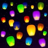 Désirs colorés de lanternes dans le ciel étoilé Photos libres de droits