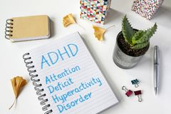 Désordre d'hyperactivité de déficit d'attention d'ADHD écrit dans le carnet Photo libre de droits
